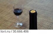 Купить «Бутылка и бокал красного вина», фото № 30666406, снято 25 ноября 2018 г. (c) Ed_Z / Фотобанк Лори
