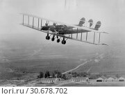 USA -- circa. 1920 -- L. W. F. Giant Flying Plane. The LWF Company was founded in December 1915. The company was named after its founders, Edward Lowe... Редакционное фото, фотограф Jonathan William Mitchell / age Fotostock / Фотобанк Лори