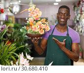 Купить «Owner of floral shop offering flower compositions», фото № 30680410, снято 14 февраля 2019 г. (c) Яков Филимонов / Фотобанк Лори