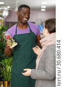 Купить «Florist helping female to choose flowers», фото № 30680414, снято 14 февраля 2019 г. (c) Яков Филимонов / Фотобанк Лори