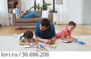 Купить «father with little daughters drawing at home», видеоролик № 30686206, снято 8 апреля 2019 г. (c) Syda Productions / Фотобанк Лори