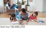 Купить «mother with little daughters drawing at home», видеоролик № 30686210, снято 8 апреля 2019 г. (c) Syda Productions / Фотобанк Лори