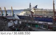 Купить «Круизный лайнер Celebrity Millennium в морском порту возле развалин старого дома. Блеск и нищета», видеоролик № 30688550, снято 2 мая 2019 г. (c) А. А. Пирагис / Фотобанк Лори
