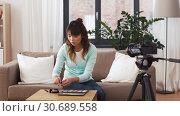 Купить «female beauty blogger making video about make up», видеоролик № 30689558, снято 25 апреля 2019 г. (c) Syda Productions / Фотобанк Лори