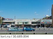 """Купить «Москва, здание торгового центра """"Галерея Аэропорт""""», эксклюзивное фото № 30689894, снято 30 апреля 2019 г. (c) Alexei Tavix / Фотобанк Лори"""