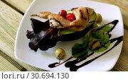 Купить «Grilled ptarmigan legs with balsamic sauce and vegetables», видеоролик № 30694130, снято 27 августа 2018 г. (c) Яков Филимонов / Фотобанк Лори