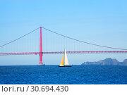 Sailboat passing under the Golden Gate Bridge, USA (2015 год). Стоковое фото, фотограф Сергей Новиков / Фотобанк Лори