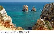 Купить «Balanca beach and limestone rocky sea coast near Lagos, Portugal», видеоролик № 30699598, снято 21 марта 2019 г. (c) Serg Zastavkin / Фотобанк Лори