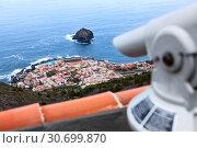 Купить «Вид на город Гарачико и скалу в Атлантическом океане Roque de Garachico с обзорной площадки. Тенерифе, Канарские острова, Испания», фото № 30699870, снято 4 января 2016 г. (c) Кекяляйнен Андрей / Фотобанк Лори