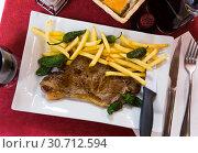 Купить «Beef steak with vegetable garnish», фото № 30712594, снято 21 сентября 2019 г. (c) Яков Филимонов / Фотобанк Лори