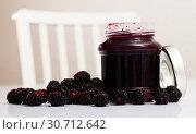 Купить «Glass jar of blackberry jam. Summer dish», фото № 30712642, снято 5 апреля 2020 г. (c) Яков Филимонов / Фотобанк Лори