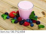 Smoothie with milk and berries. Стоковое фото, фотограф Яков Филимонов / Фотобанк Лори