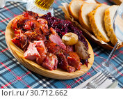 Купить «Chopped baked pork knuckle with braised cabbage», фото № 30712662, снято 22 июля 2019 г. (c) Яков Филимонов / Фотобанк Лори