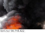 Купить «Сильный пожар, языки пламени, облака черного ядовитого дыма в небе. Расфокусировка, размытость изображения», фото № 30718422, снято 18 апреля 2019 г. (c) А. А. Пирагис / Фотобанк Лори