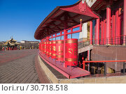 Prayer wheels at Buddhist temple Golden Abode of Buddha Shakyamuni in Elista. Russia.Kalmykia (2018 год). Стоковое фото, фотограф Gagara / Фотобанк Лори