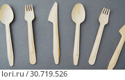 Купить «wooden disposable spoons, forks and knives», видеоролик № 30719526, снято 5 мая 2019 г. (c) Syda Productions / Фотобанк Лори