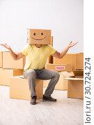 Купить «Happy man with box instead of his head», фото № 30724274, снято 23 июля 2018 г. (c) Elnur / Фотобанк Лори