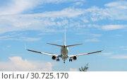 Купить «Airplane Boeing 737 landing», видеоролик № 30725170, снято 27 ноября 2017 г. (c) Игорь Жоров / Фотобанк Лори