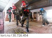 Купить «Competitors in red masks are ready for attack», фото № 30726454, снято 10 июля 2017 г. (c) Яков Филимонов / Фотобанк Лори