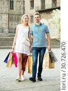 Купить «Couple with many bags outdoors», фото № 30726470, снято 22 июля 2019 г. (c) Яков Филимонов / Фотобанк Лори