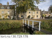 Купить «Wooden Bridge, Lower Slaughter, Cotswold Village, Cheltenham, England, UK.», фото № 30729178, снято 7 октября 2018 г. (c) age Fotostock / Фотобанк Лори