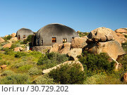 Купить «Namakwa Mountain Suite, überdimensionierte strohgedeckte, kuppelförmige Unterkunft im Stil der traditionellen Hütten des Nama-Volks, Naries Namakwa Retreat...», фото № 30729202, снято 27 июня 2019 г. (c) age Fotostock / Фотобанк Лори
