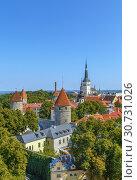 Купить «View of Walls of Tallinn, Estonia», фото № 30731026, снято 26 июля 2018 г. (c) Boris Breytman / Фотобанк Лори