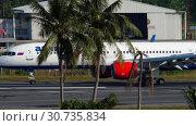 Купить «Airplane braking after landing», видеоролик № 30735834, снято 3 декабря 2017 г. (c) Игорь Жоров / Фотобанк Лори