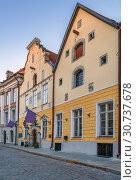 Купить «Street in Tallinn, Estonia», фото № 30737678, снято 27 июля 2018 г. (c) Boris Breytman / Фотобанк Лори