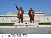 Купить «Pyongyang, North Korea. Bronze statue of Kim Il Sung and Kim Jong Il on the Mansu hill», фото № 30738770, снято 1 мая 2019 г. (c) Знаменский Олег / Фотобанк Лори