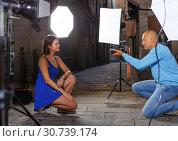 Купить «woman posing for professional photographer», фото № 30739174, снято 5 октября 2018 г. (c) Яков Филимонов / Фотобанк Лори