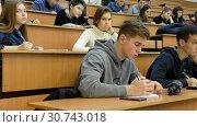 Купить «Ufa, Russia - April 20, 2017: Students at Bashkir State University. Large audience», видеоролик № 30743018, снято 20 апреля 2017 г. (c) Mikhail Erguine / Фотобанк Лори