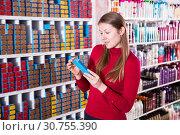 Купить «Smiling woman is choosing new hair dye», фото № 30755390, снято 22 марта 2018 г. (c) Яков Филимонов / Фотобанк Лори