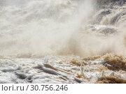 Пена, брызги и водяная пыль бушующего водопада Гирвас в Карелии. Стоковое фото, фотограф Sergei Gorin / Фотобанк Лори