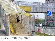 Купить «Tyumen, Russia, on May 9, 2019: Pedestrian elevated transition through the highway to summertime», фото № 30756262, снято 9 мая 2019 г. (c) Землянникова Вероника / Фотобанк Лори