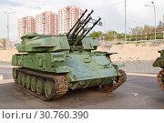 Купить «The antiaircraft Shilka self-propelled emplacement on the embankment to Volgograd», фото № 30760390, снято 27 апреля 2019 г. (c) Владимир Арсентьев / Фотобанк Лори