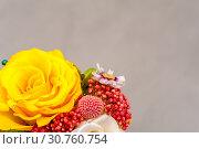 Купить «Yellow rose in pink bouquet with hydrangea», фото № 30760754, снято 22 мая 2019 г. (c) Pavel Biryukov / Фотобанк Лори
