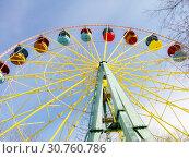 Ferris Wheel Over Sky. City Park in the spring. (2017 год). Стоковое фото, фотограф Юлия Фаранчук / Фотобанк Лори