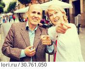 Купить «couple walking in town», фото № 30761050, снято 22 августа 2019 г. (c) Яков Филимонов / Фотобанк Лори