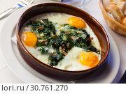 Купить «Fried eggs with spinach, raisins, ham», фото № 30761270, снято 24 мая 2019 г. (c) Яков Филимонов / Фотобанк Лори