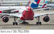 Купить «Airplane Airbus A330 towing», видеоролик № 30762050, снято 22 июля 2017 г. (c) Игорь Жоров / Фотобанк Лори
