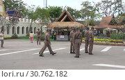 Купить «Тайские солдаты на обеспечении общественной безопасности на праздничных мероприятиях. Бангкок», видеоролик № 30762182, снято 3 января 2019 г. (c) Виктор Карасев / Фотобанк Лори