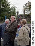 Купить «UK SCOTLAND Edinburgh -- 16 Sep 2010 -- Crowds wave papal flags and those of St Andrew during Pope Benedict XVI's visit to Edinburgh, Scotland. In the...», фото № 30765610, снято 16 сентября 2010 г. (c) age Fotostock / Фотобанк Лори
