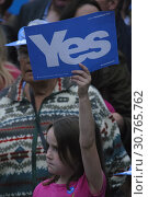 Купить «SCOTLAND Perth -- 17 Sep 2014 -- Yes supporters await First Minister Alex Salmond before he gives his last speech on the eve of the Scottish Independence...», фото № 30765762, снято 17 сентября 2014 г. (c) age Fotostock / Фотобанк Лори