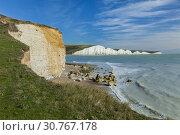Купить «Cuckmere Haven and Seven Sisters cliffs, East Sussex, England.», фото № 30767178, снято 5 октября 2017 г. (c) age Fotostock / Фотобанк Лори