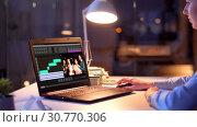 Купить «editor working on video file on laptop at night», видеоролик № 30770306, снято 19 августа 2019 г. (c) Syda Productions / Фотобанк Лори