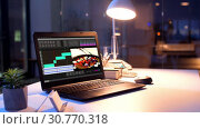 Купить «video editor program on laptop at night office», видеоролик № 30770318, снято 23 мая 2019 г. (c) Syda Productions / Фотобанк Лори