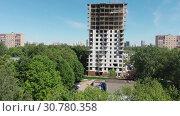 Купить «Construction of multi-storey residential building in Moscow, Russia.», видеоролик № 30780358, снято 21 мая 2019 г. (c) Володина Ольга / Фотобанк Лори