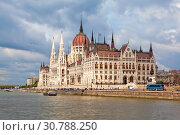Купить «Вид на Парламент с Дуная. Будапешт. Венгрия», фото № 30788250, снято 30 апреля 2019 г. (c) Сергей Афанасьев / Фотобанк Лори