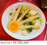 Купить «Baked white asparagus with greens», фото № 30789266, снято 15 июня 2019 г. (c) Яков Филимонов / Фотобанк Лори